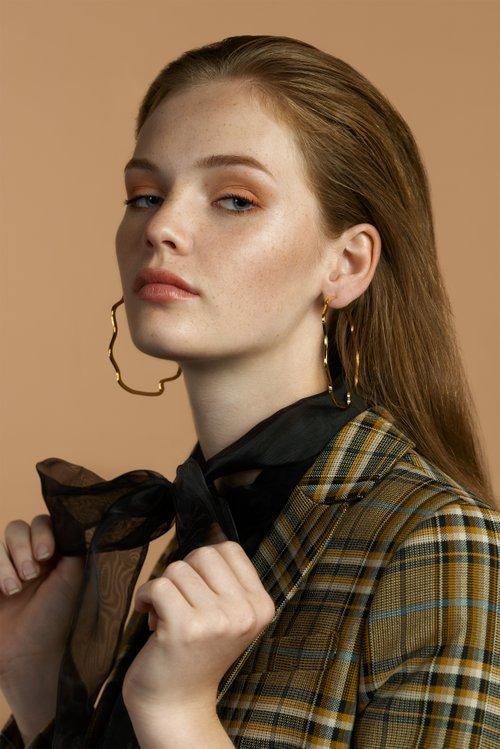 boucles d'oreilles   by Lara Baumberger, Deborah Hoerz, ELEGANT Magazine, Isabelle Barsch, Caro Hald
