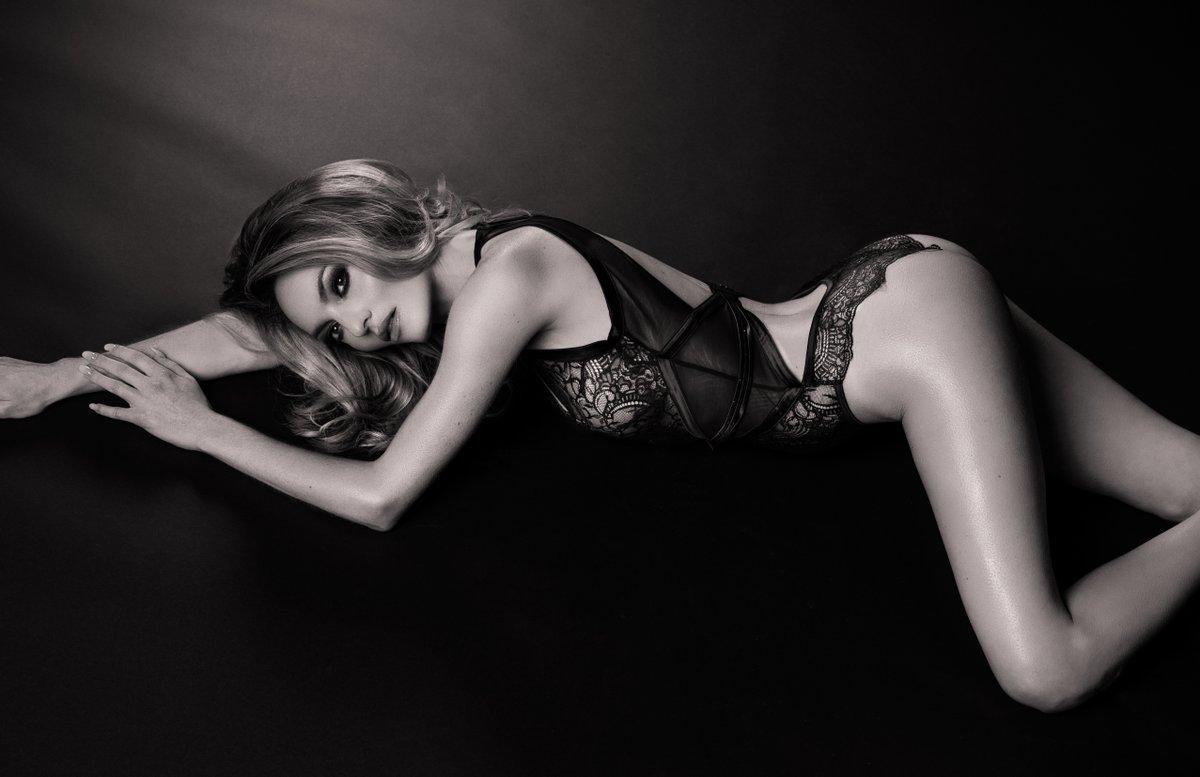 Jocelyn Binder Nude Photos 81